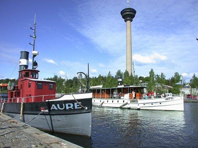 La torre Näsinneula vista desde un embarcadero de Tampere