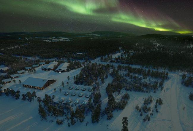 Vista aérea en invierno del Wilderness Hotel Inari