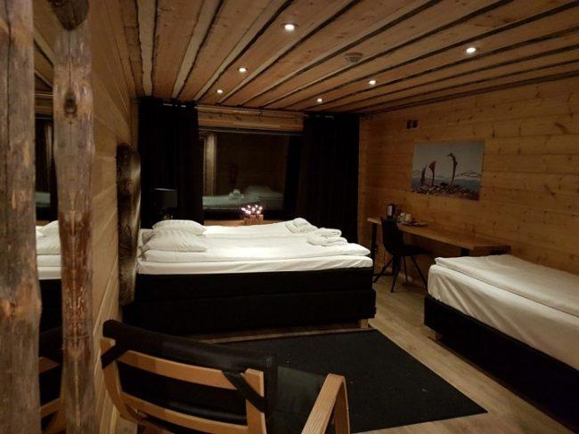 Habitación del hotel Nangu con sauna y ventana panorámica