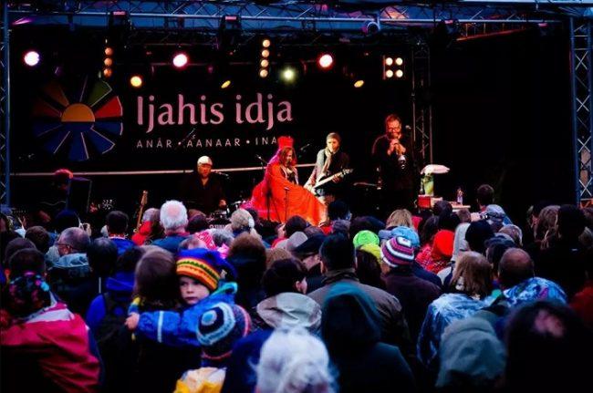 Grupo Sami en plena actuación durante el festival Ijahis idja