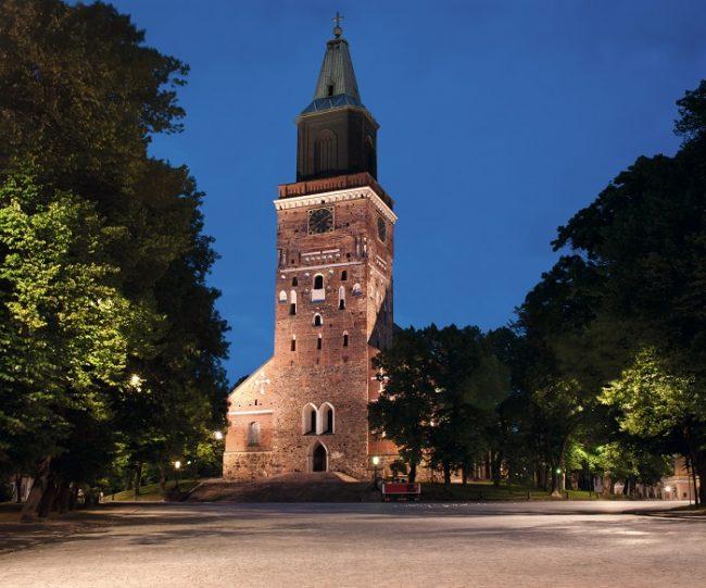 La Catedral de Turku se mantiene majestuosa en esta maravillosa ciudad