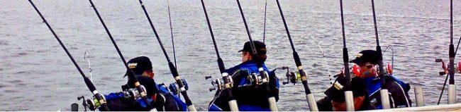 Pescando en el lago Inari durante la Jornada de Pesca