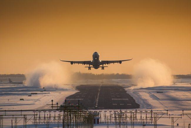 Despegando del aeropuerto de Helsinki en invierno