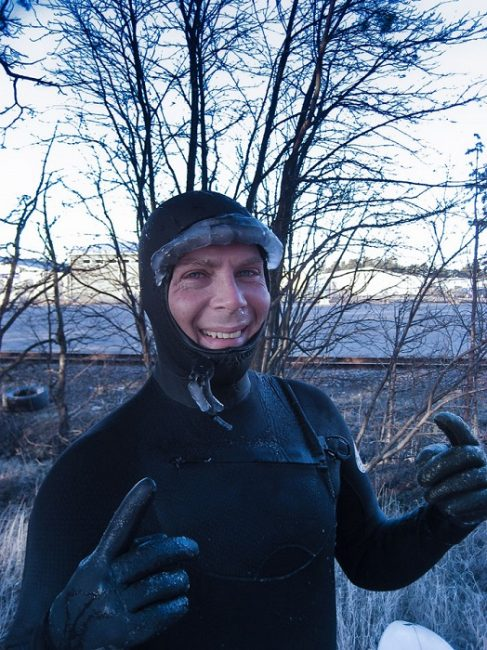 Después de surfear en algún lugar de Finlandia a -6ºC