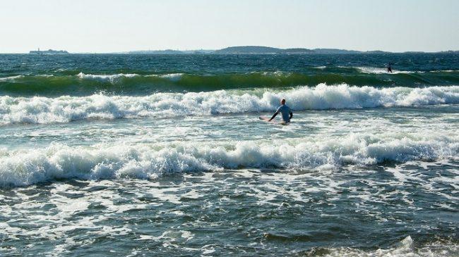 Un magnifico día para la practica del surf en Hanko