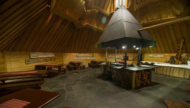 El restaurante-kota en el hotel Harriniva