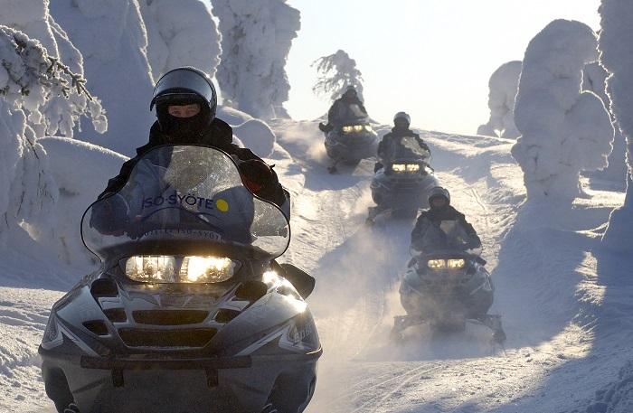Excursiones con moto de nieve en Laponia
