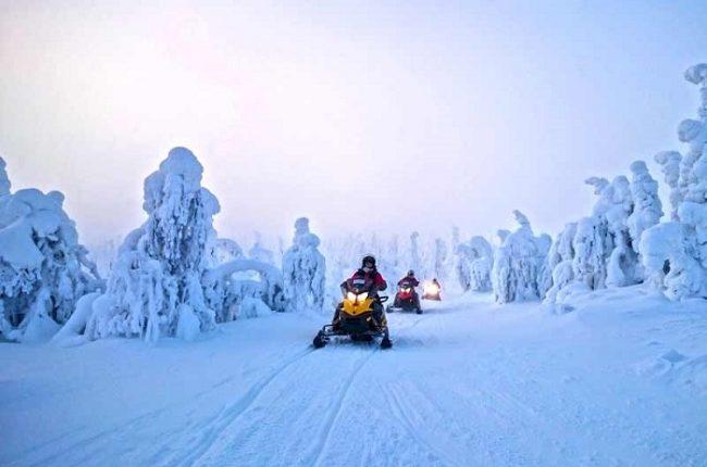 Excursión con moto de nieve en Ruka