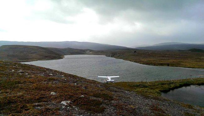 Hidroavión en el lago Somasjärvi. A punto para el despege en la zona superior de las colinas de Kispisjärvi