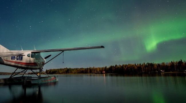 Hidroavión y Aurora Boreal