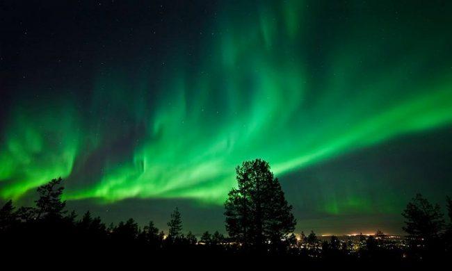 Aurora Boreal sobre la ciudad de Rovaniemi