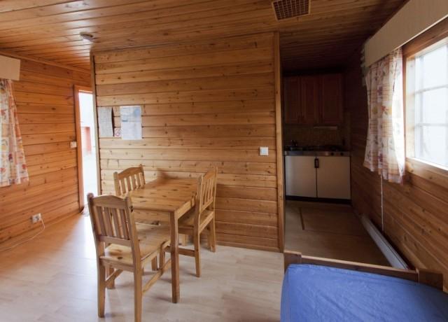 Detalle de la cabaña pequeña con sauna en Inari