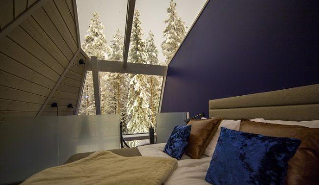 El dormitorio de las cabañas de cristal se encuentra en el loft