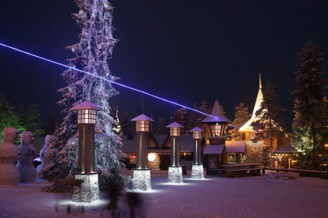 El pueblo de Papá Noel en Rovaniemi y la linea imaginaria que marca el límite del Circulo Polar Ártico