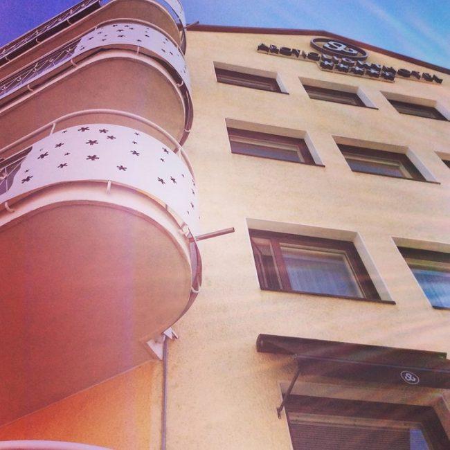 Uno de los edificios de Ferdinand Salokangas en Rovaniemi convertido hoy en el hotel Arctic Light