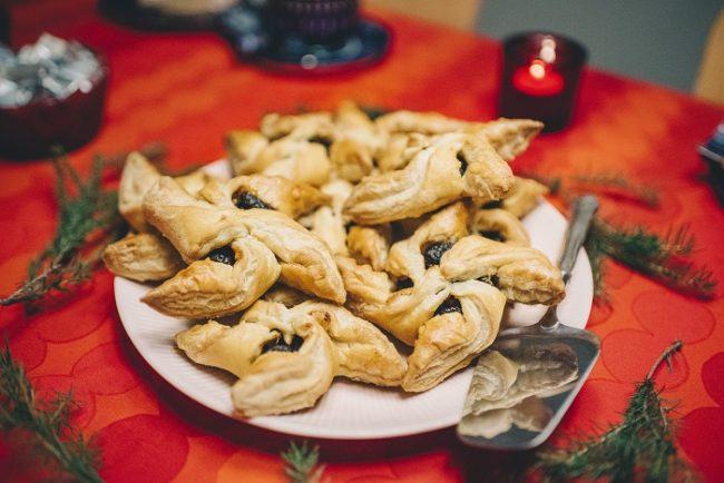 Rellenos de mermelada de ciruela los Joulutorttu son los pastelitos típicos de Navidad