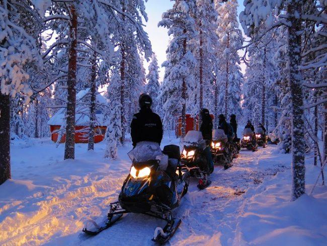 Safari con motos de nieve eléctricas