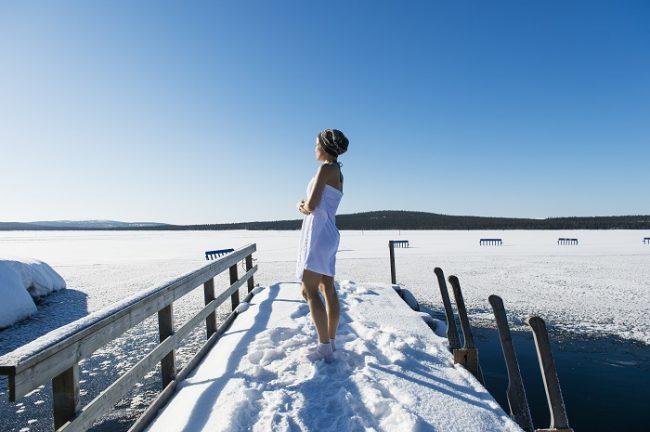 Bañarse en el agua helada también es disfrutar del paisaje