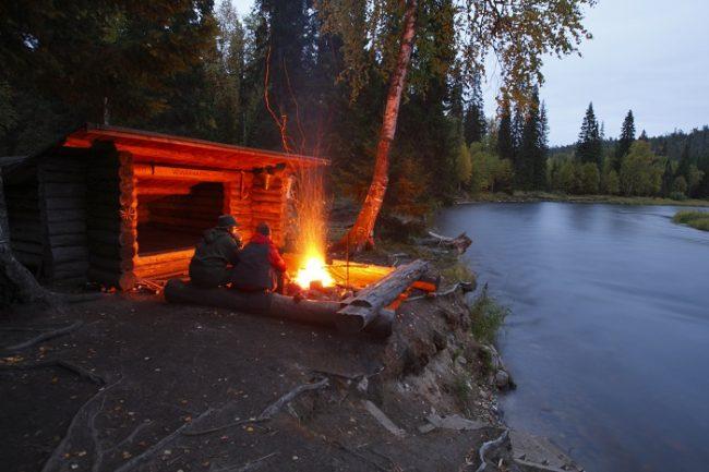 En los bosques de Finlandia hay muchos cobertizos donde también es posible pasar la noche en Kuusamo