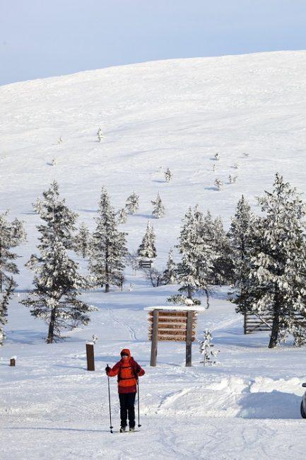 Esquiando en la estación de esquí de Ylläs-Pallas