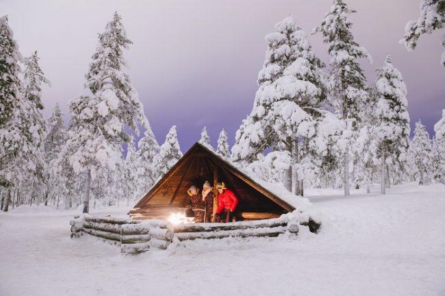 """Numerosos cobertizos """"laavus"""" repartidos en el bosque de Pyhä no solo son refugio sino que invitan a disfrutar de una barbacoa"""