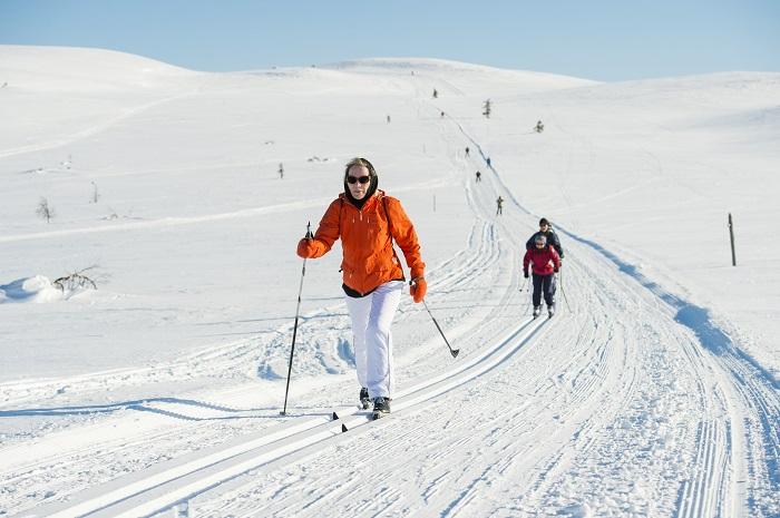 Practicar el esquí de fondo en Laponia