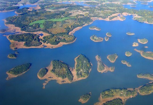 Algunas islas en el Mar del Archipiélago, entre la ciudad de Turku y las islas Aland