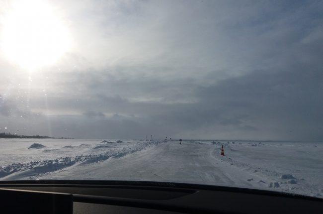 Carretera de hielo entre la isla de Hailuoto y el continente