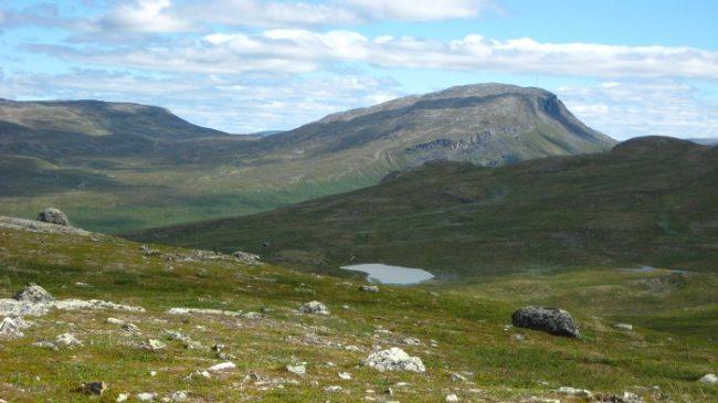 La montaña de Saana desde otra perspectiva donde se aprecia la ladera por donde se asciende a la cima