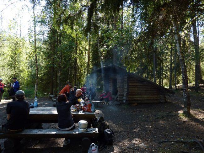 Laavu y zona de picnic en la ruta del Pieni Karhunkierros