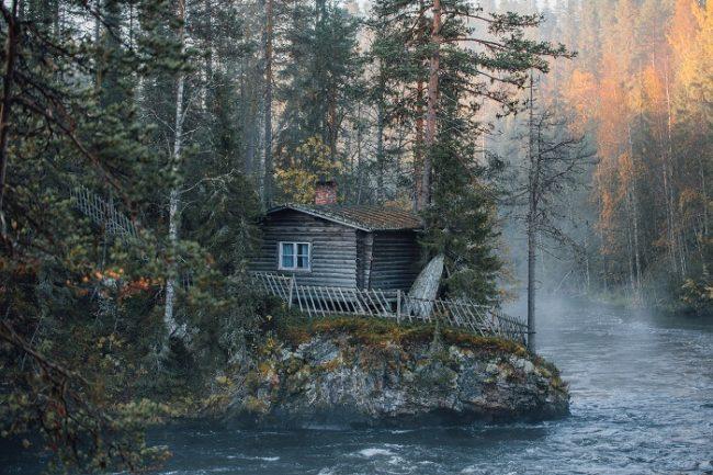 Vieja cabaña en el parque nacional de Oulanka