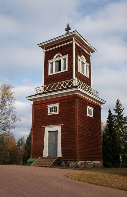 El campanario de la iglesia de Ahlainen