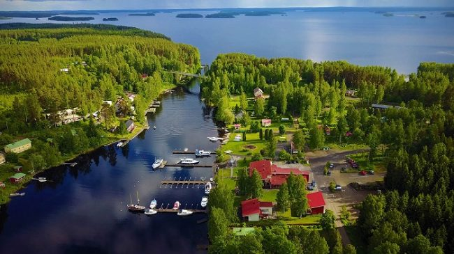 Detalle del municipio de Savonlinna a orillas del lago Saimaa
