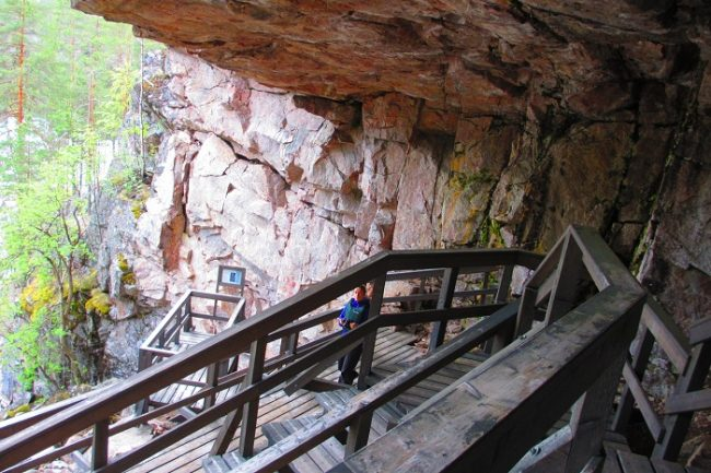 En la cueva de la colina de Ukonvuori se puede ver una pintura de 5.000 años de antigüedad