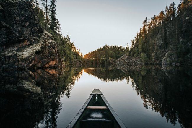Navegando con canoa en el Parque Nacional de Hossa