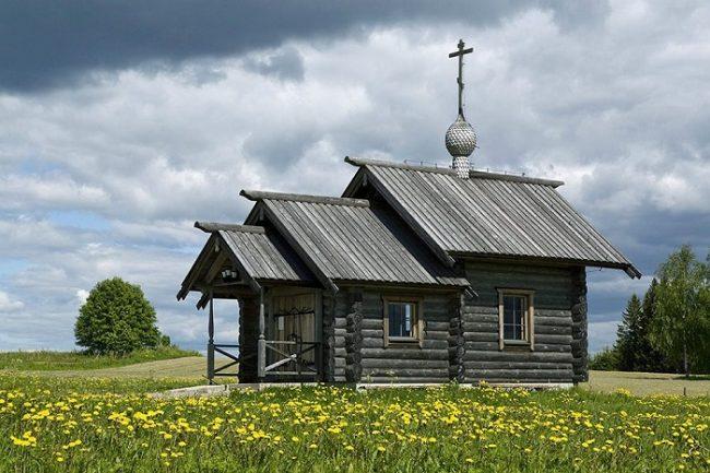 Capilla ortodoxa de San Pedro y San Juan en la Vía Karelia