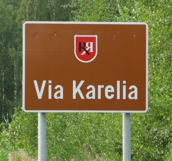 En todo la ruta de la Vía Karelia vamos encontrando letreros como este