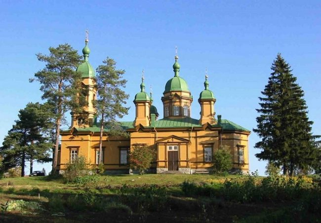 La iglesia de San Elias en Ilomantsi es la iglesia ortodoxa de madera más grande de Finlandia