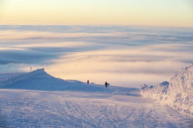 La estación de esquí de Ylläs con un mar de nubes