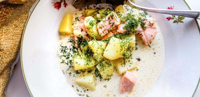 Sopa de salmón en el restaurante Akhun Tupa