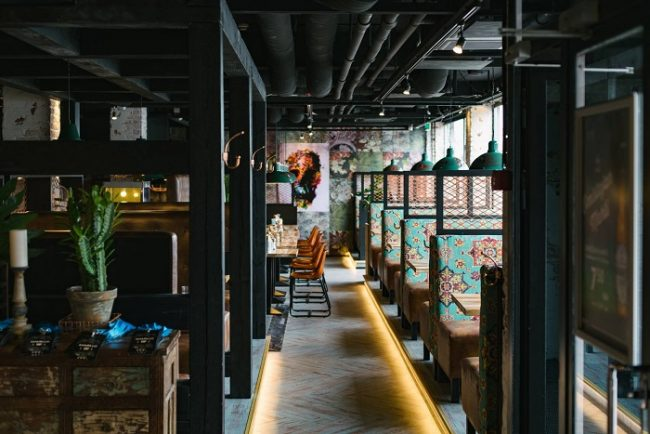 Cocina Mexicana y hamburgesas en el restaurante Amarillo