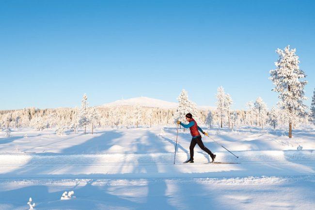 Esquí de fondo en Äkäslompolo alrededor de la estación de esquí de Ylläs