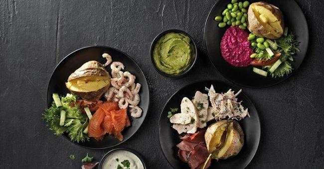 Platos de menú en el Café Picnic Cheerful