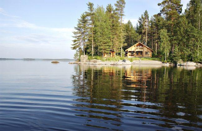 Cabaña en la orilla del lago Pielinen en el Parque Nacional de Koli