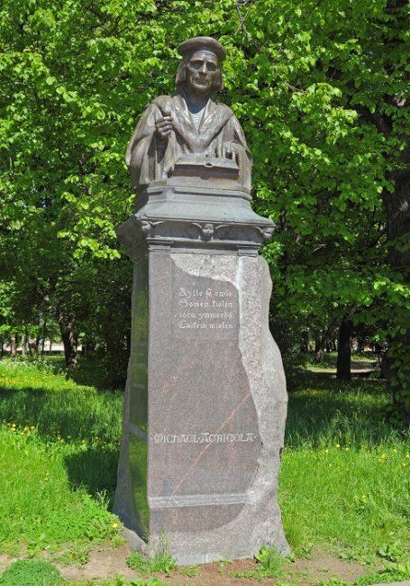 Monumento a Mikael Agricola en Vyborg (Rusia)