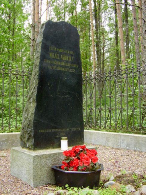 Monumento cerca de Primorsk (Rusia). Lugar donde murió Mikael Agricola
