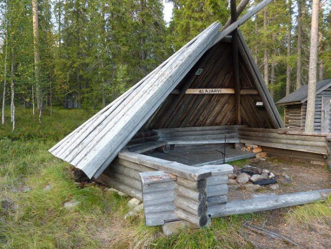 """Cobertizo """"laavu"""" de Alajärvi"""