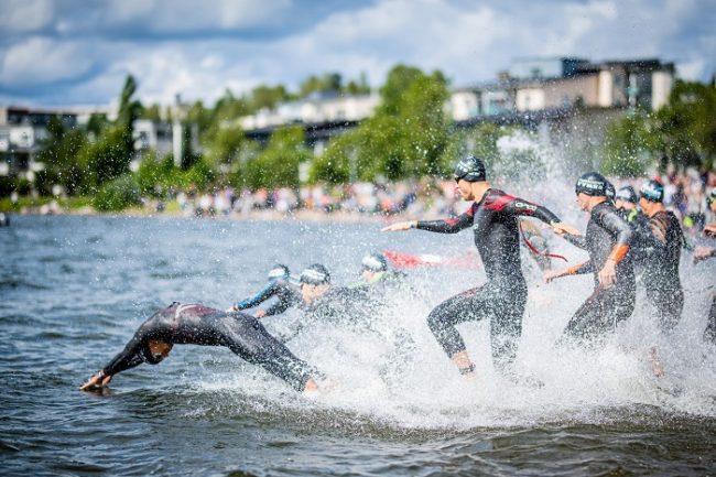 Inicio del Ironman en Lahti en el lago Päijänne