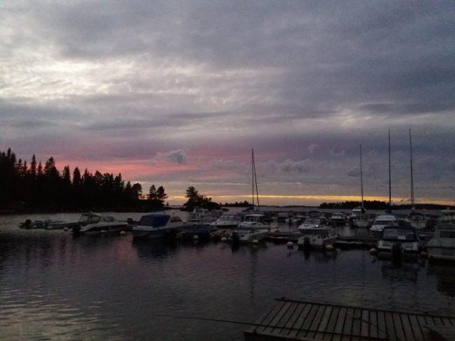 Anochecer en uno de los pequeños puertos deportivos que rodean Kokkola