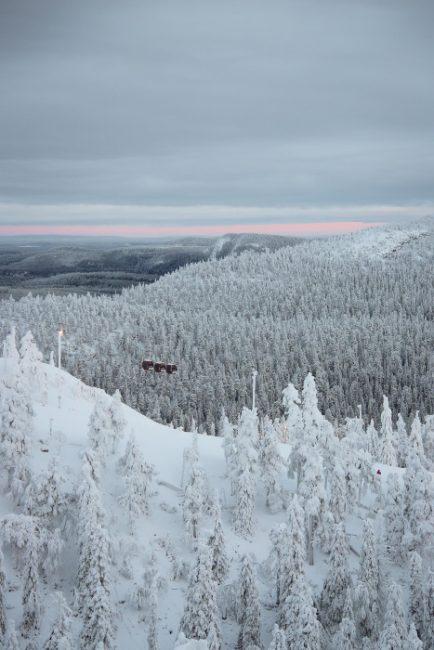 La gondola nos llevará a lo más alto de la estación de esquí de Ruka